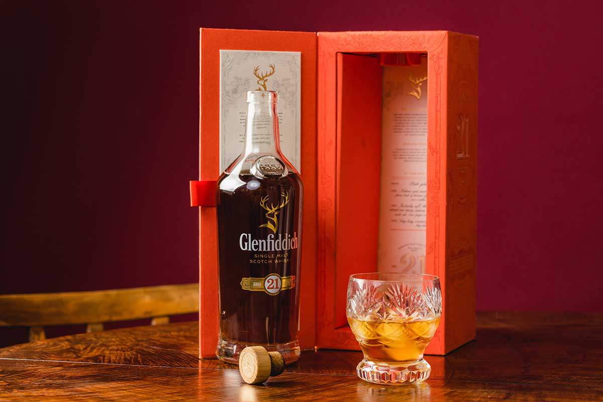 Glenfiddich packaging with bottle and full glass